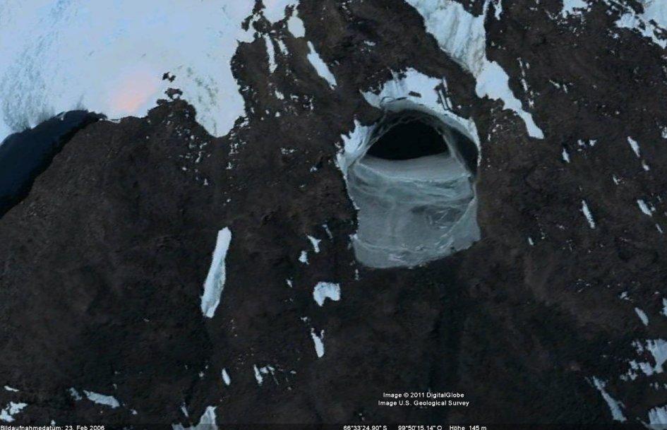 http://www.fallwelt.de/NeuBerlin/google/antarktisloch1.jpg